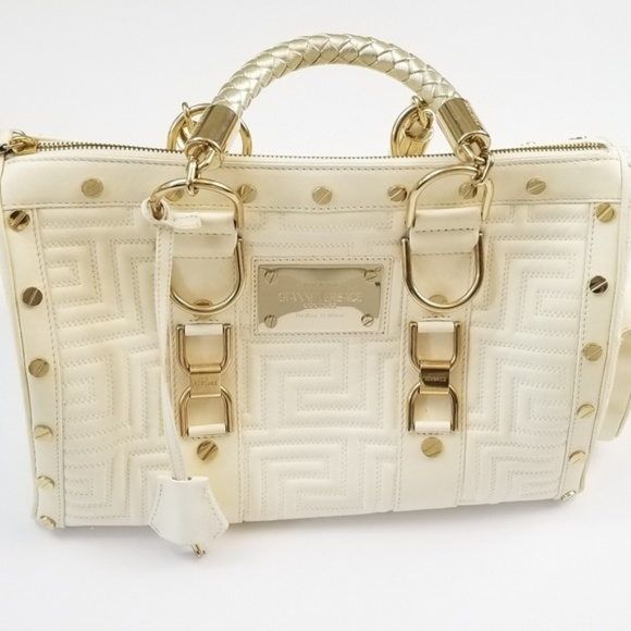 129924de4b Versace Designer Quilted Cream Gold Bag. M 5c0a18a93c984439049fb550